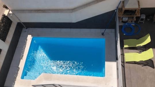 mantenimiento piscina de poliéster en Sevilla