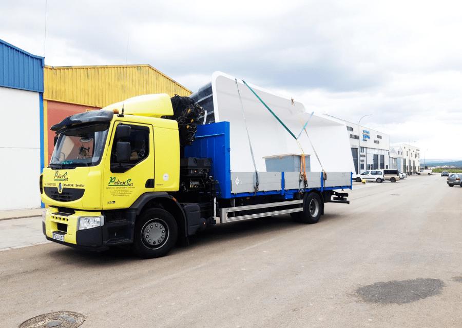 transporte de productos prefabricados de poliéster