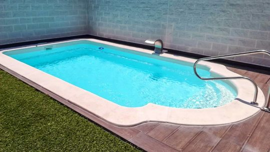 piscina prefabricada de poliéster